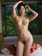 Mature and beautiful Japanese av idol Yu Kawakami shows her naked body after taking off her kimono