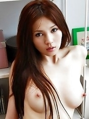 Hot sexy Japanese av actress Ameri Ichinose nude